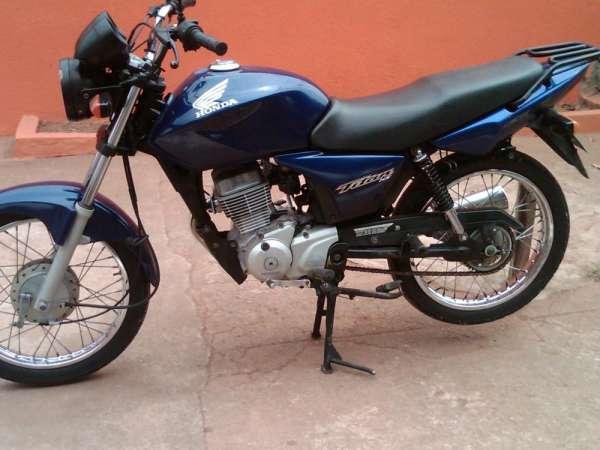 Fotos de Cg titan 150 cc azul ks ano 2004 moto em otimo estado de uso 2