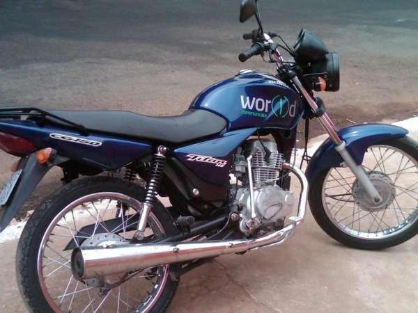 Fotos de Cg titan 150 cc azul ks ano 2004 moto em otimo estado de uso 6