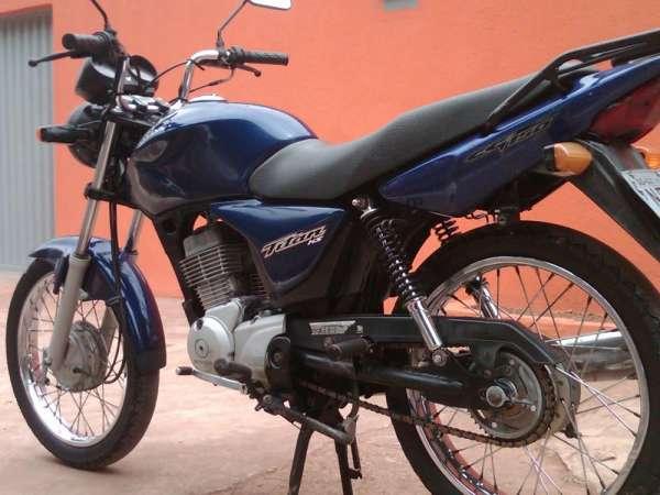 Fotos de Cg titan 150 cc azul ks ano 2004 moto em otimo estado de uso 3