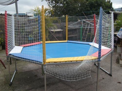 Cama elastica junto com piscina de bolinhas