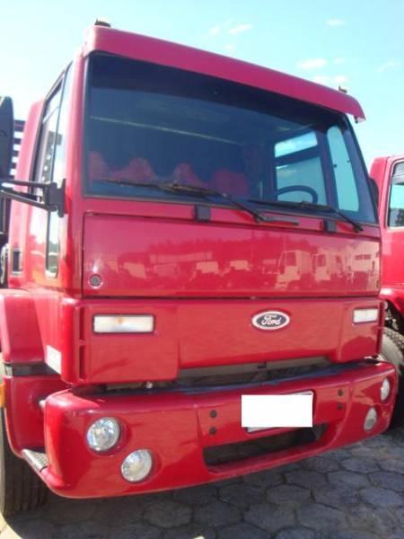 Ford cargo 2422 6x2 2004 com carroceria