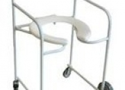 Cadeira de rodas para higienização/banho