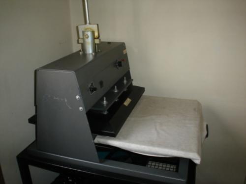 bd2eaacbe2f39 Vendo maquina de estampar camisetas compacta print em Porto Alegre ...