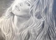 Aulas grátis. Aprenda a desenhar a lápis grafite a Claudia Schiffer