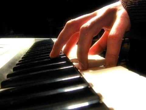 Aula de teclado ( particular) aprenda tocando!