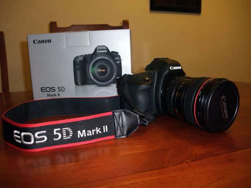 Canon eos 5d mark ii digital slr camera with ef 24-105mm is lens