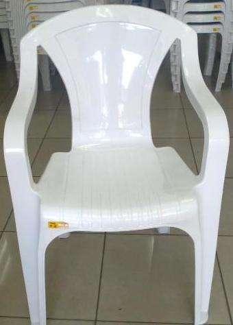 Cadeiras e mesas diretamente da fábrica