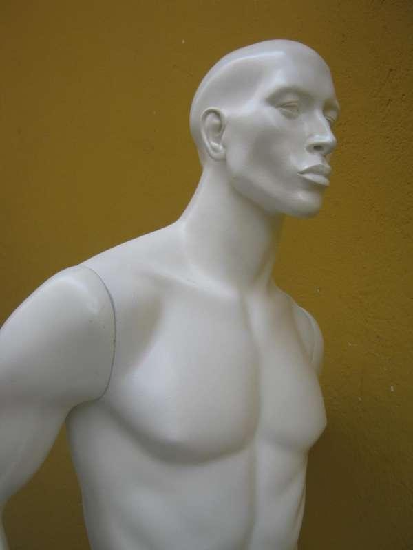 Reforma restauro de manequins fibra 11 98188-9722