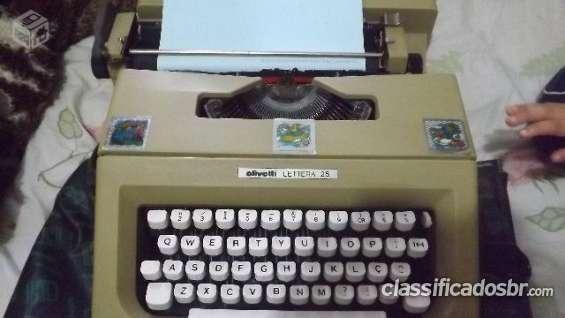 Tenho para venda em bom estado maquina de escrever olivetti letteta 25 semi novo