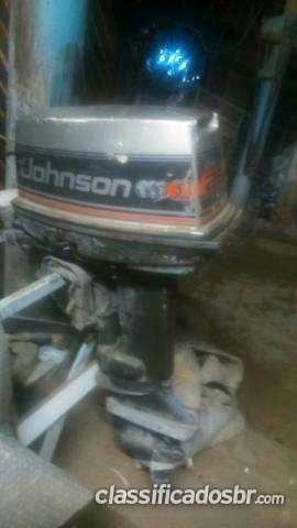 Tengo a la venta en buenas condiciones motor johnson. 25 hp entro num negocio. não fiz. funciona. não. sei. como. tá hoy