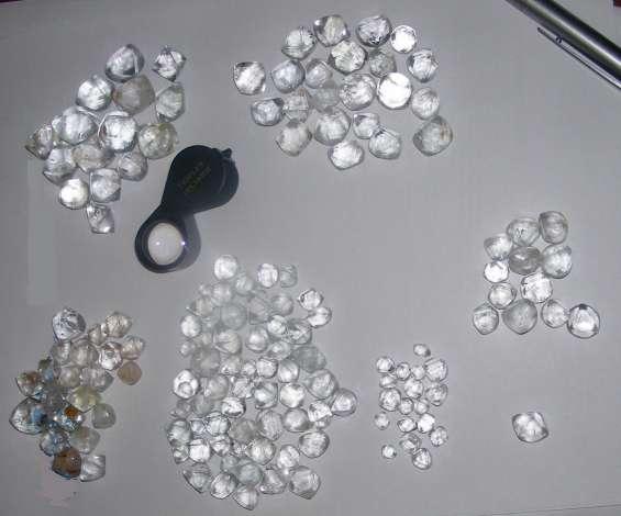 Diamantes naturales en bruto